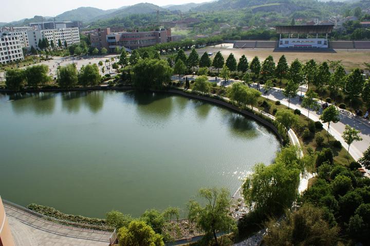 滁州学院蔚然湖波光粼粼